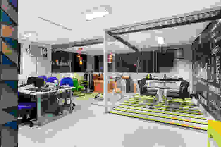 Edificios de Oficinas de estilo  por Amanda Pinheiro Design de interiores , Moderno
