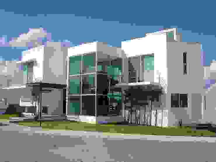 Fachada Casas modernas de SANTIAGO PARDO ARQUITECTO Moderno