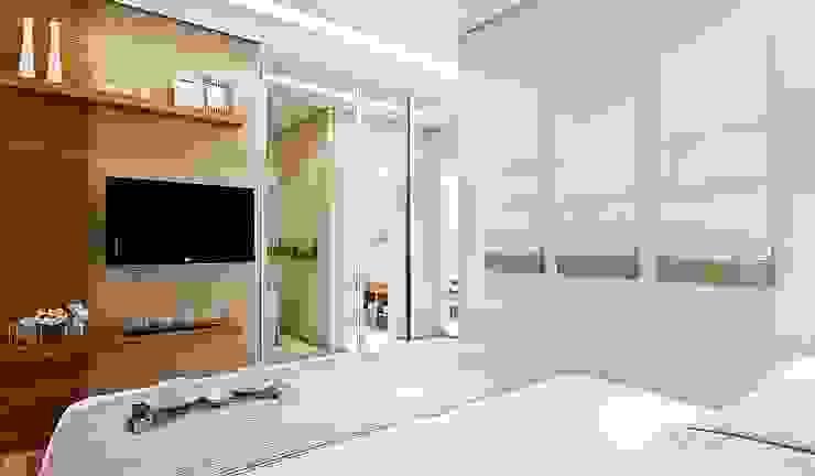 Chambre moderne par SESSO & DALANEZI Moderne