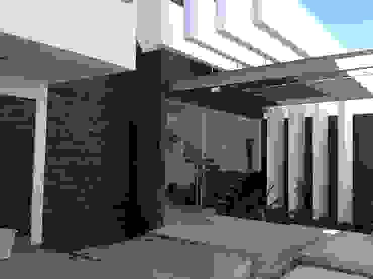 Fachada Casas de estilo moderno de SANTIAGO PARDO ARQUITECTO Moderno