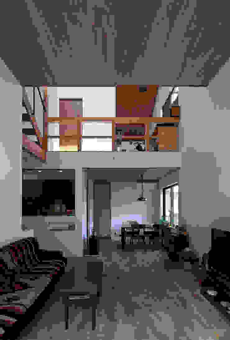 モグラハウス モダンデザインの リビング の 藤森大作建築設計事務所 モダン