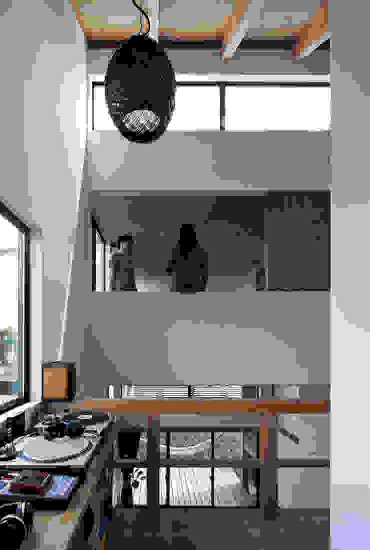 モグラハウス モダンデザインの 多目的室 の 藤森大作建築設計事務所 モダン