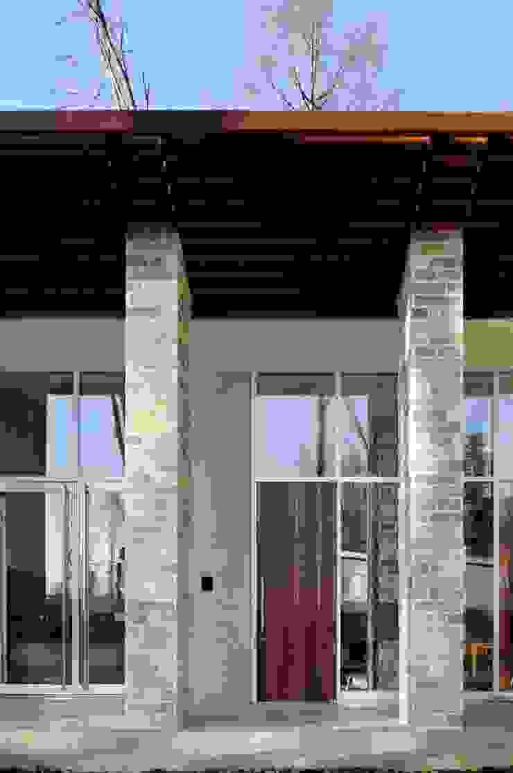 外観 | 軽井沢の別荘建築 | 弧線上のVILLA モダンな庭 の Mアーキテクツ|高級邸宅 豪邸 注文住宅 別荘建築 LUXURY HOUSES | M-architects モダン