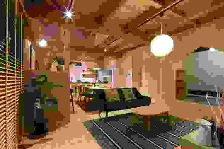 Scandinavian style living room by dwarf Scandinavian