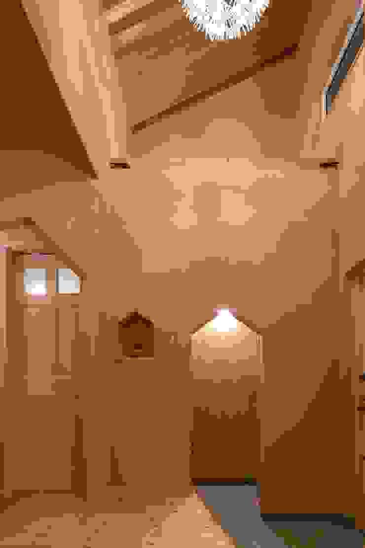 U's HOUSE 北欧スタイルの 玄関&廊下&階段 の dwarf 北欧
