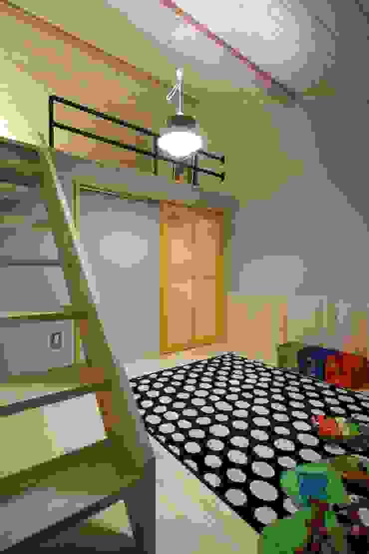 U's HOUSE 北欧デザインの 子供部屋 の dwarf 北欧
