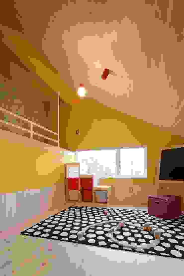 Dormitorios infantiles de estilo escandinavo de dwarf Escandinavo