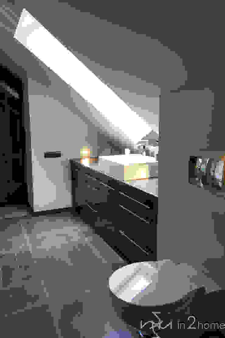 Baños de estilo ecléctico de in2home Ecléctico Azulejos