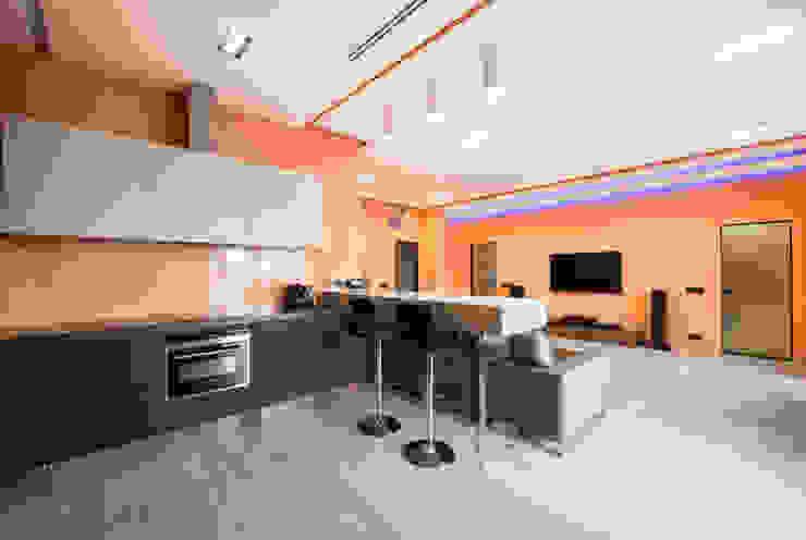 Sky Gallery Minimalist kitchen