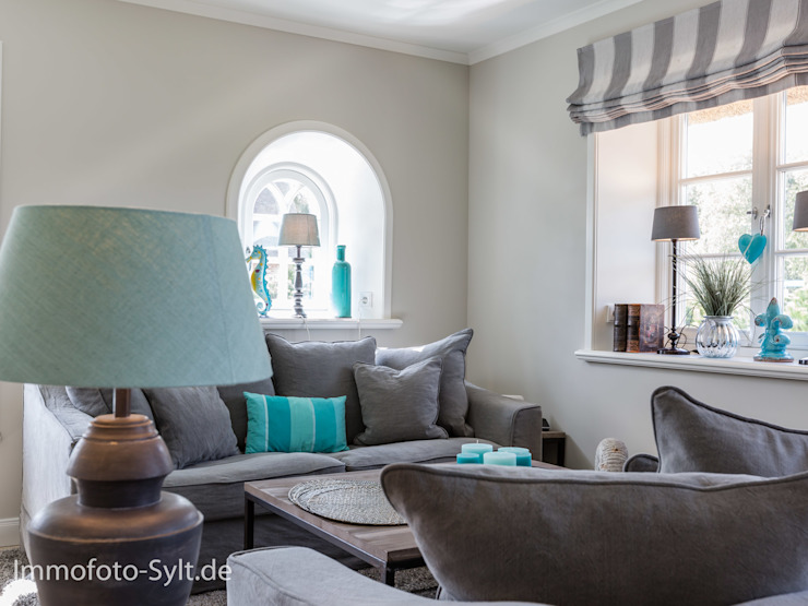 Living room by Immofoto-Sylt,