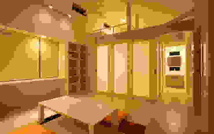 リビングルーム (ベッドコーナ ロフト付)夜 モダンデザインの リビング の 吉田設計+アトリエアジュール モダン