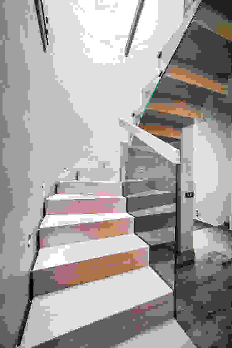 schody drewniane od BRODA schody-dywanowe Nowoczesny Drewno O efekcie drewna