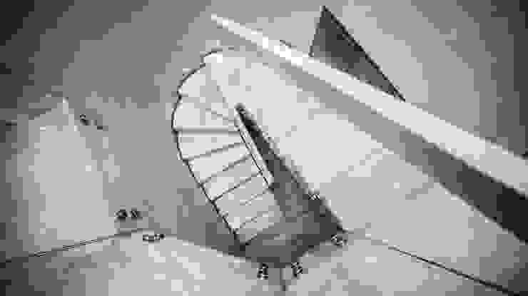 de style  par BRODA schody-dywanowe, Moderne