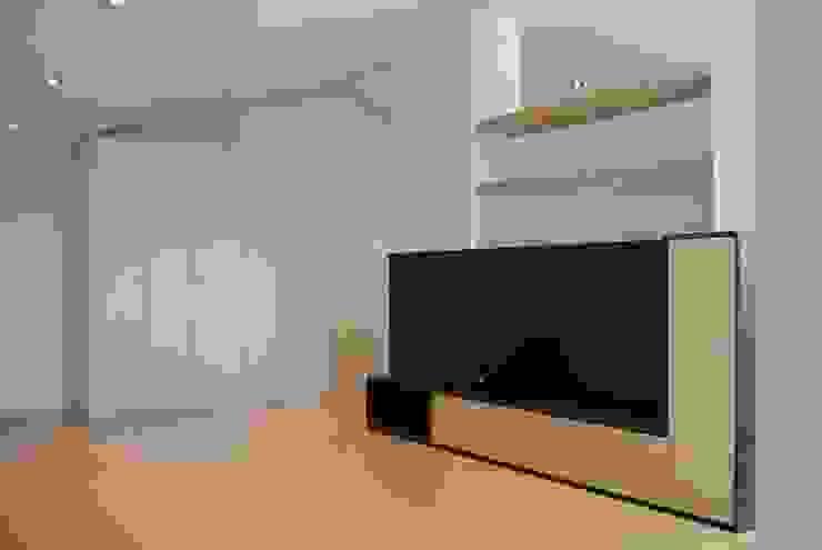 Salas multimedia de estilo  por CRE3A Creative Design Solutions,