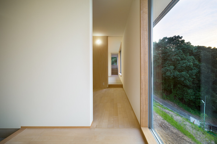 Scandinavian style corridor, hallway& stairs by 市原忍建築設計事務所 / Shinobu Ichihara Architects Scandinavian Wood Wood effect