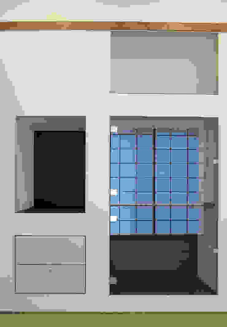 美しが丘西の家 モダンデザインの 多目的室 の (有)伊藤道代建築設計事務所 モダン ガラス