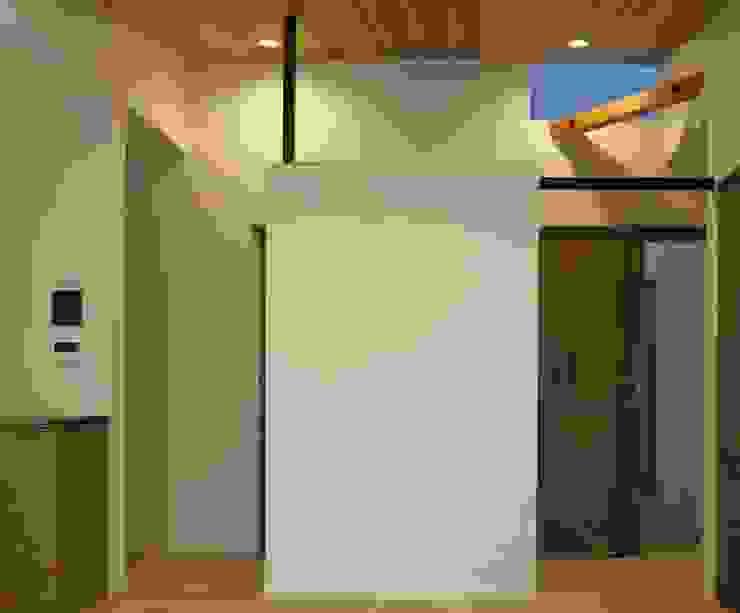 美しが丘西の家 モダンデザインの ダイニング の (有)伊藤道代建築設計事務所 モダン 無垢材 多色