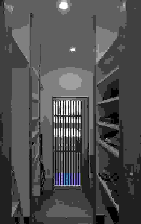 美しが丘西の家 オリジナルデザインの 多目的室 の (有)伊藤道代建築設計事務所 オリジナル