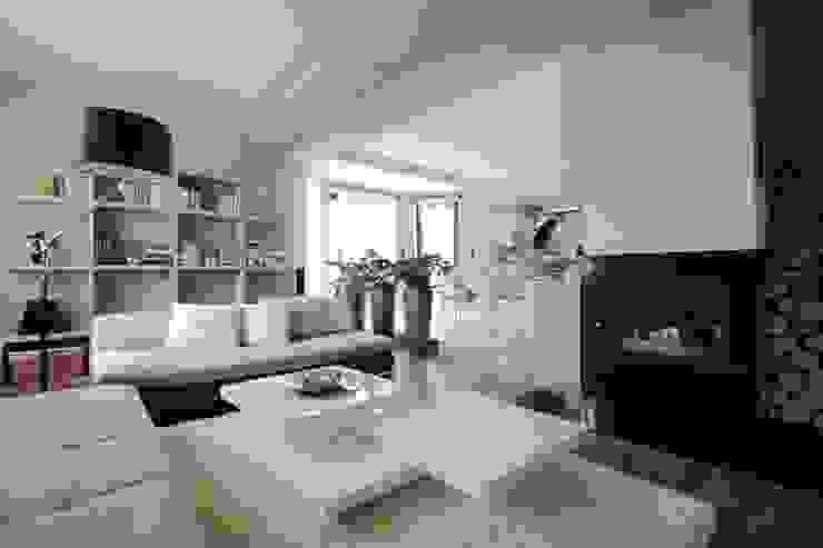 Modern Living Room by FAJNY PROJEKT Modern Stone