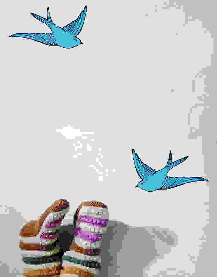 Daydream Wallpaper - French Blue od Monument Interiors Eklektyczny Papier