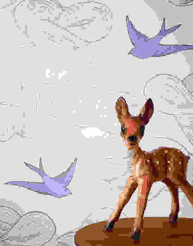 Daydream Wallpaper - Lilac od Monument Interiors Eklektyczny Papier