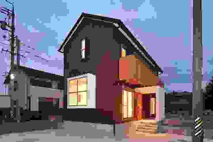 外観 モダンな 家 の 若山建築設計事務所 モダン 金属