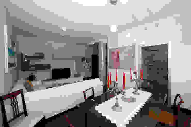 Modern living room by RGROOM Modern