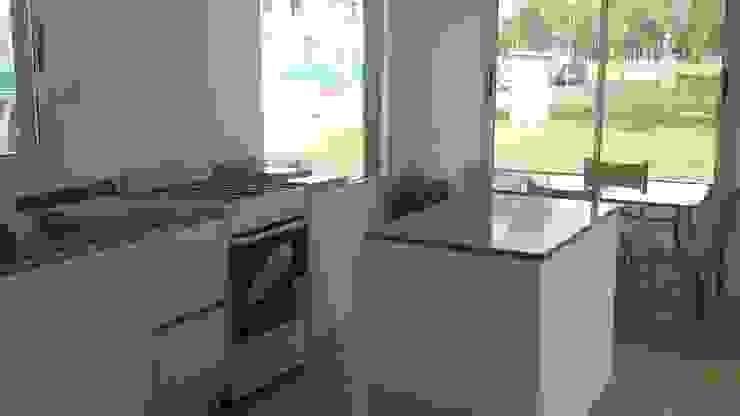 Housing Barrio Cerrado Cocinas modernas: Ideas, imágenes y decoración de Grupo PZ Moderno
