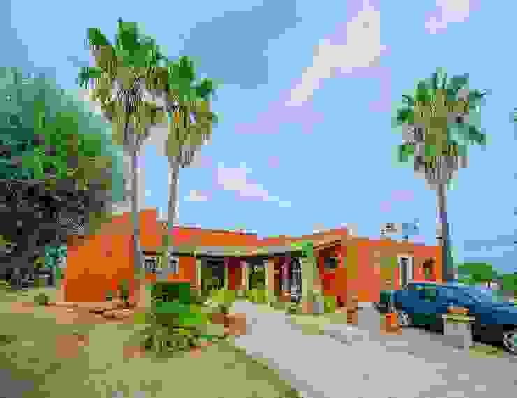 Casas de estilo colonial de Lola Colonial Piedra