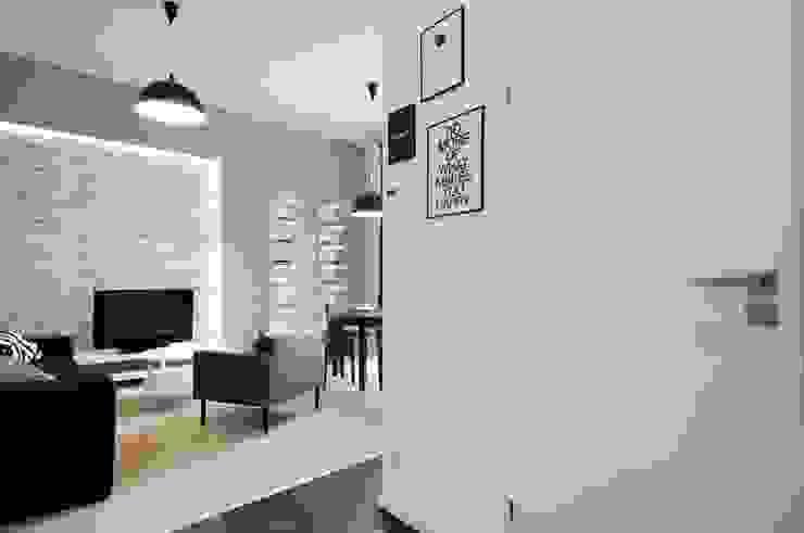 ARTEMA PRACOWANIA ARCHITEKTURY WNĘTRZ Modern Corridor, Hallway and Staircase Grey