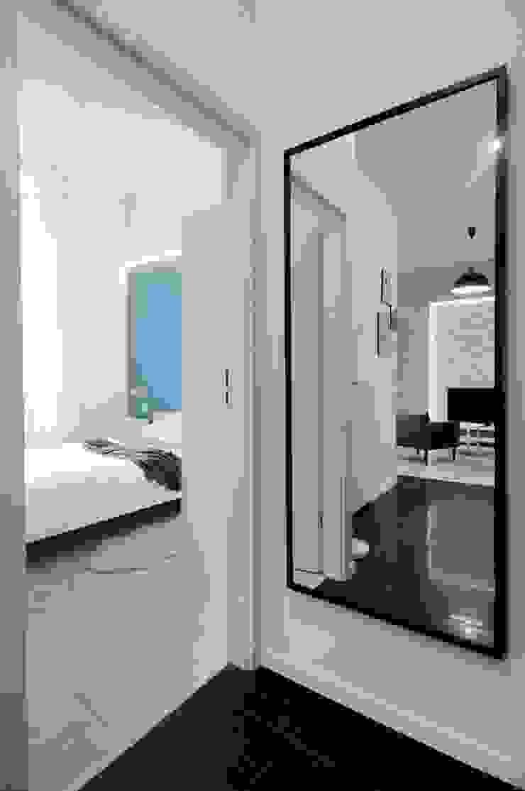 ARTEMA PRACOWANIA ARCHITEKTURY WNĘTRZ Modern Corridor, Hallway and Staircase White