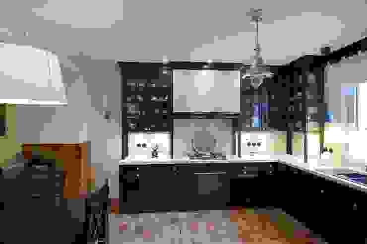 Kuchnia koło Warszawy Rustykalna kuchnia od ARTEMA PRACOWANIA ARCHITEKTURY WNĘTRZ Rustykalny Cegły