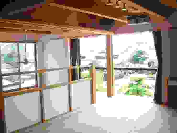 2階寝室 クラシカルスタイルの 寝室 の 青戸信雄建築研究所 クラシック 木 木目調