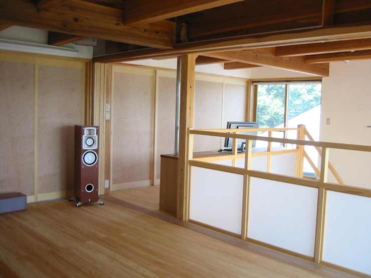 2階寝室より階段方向を見る クラシカルスタイルの 玄関&廊下&階段 の 青戸信雄建築研究所 クラシック 木 木目調