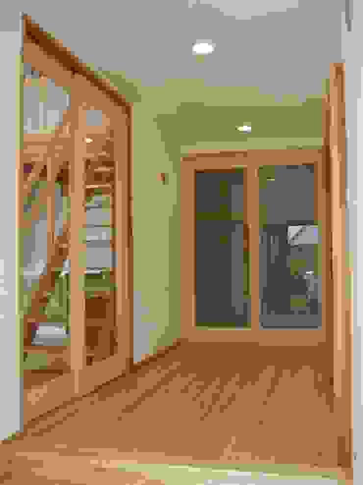 玄関 クラシカルスタイルの 玄関&廊下&階段 の 青戸信雄建築研究所 クラシック