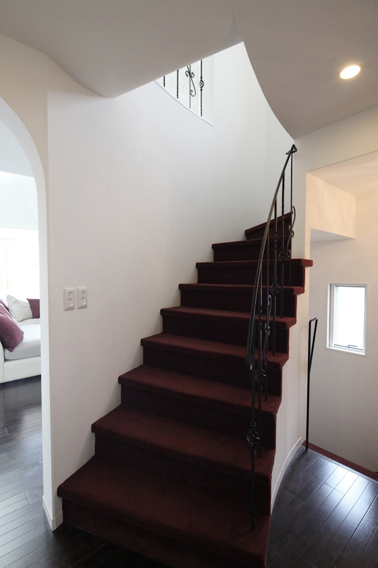一級建築士事務所アトリエm Pasillos, vestíbulos y escaleras clásicas