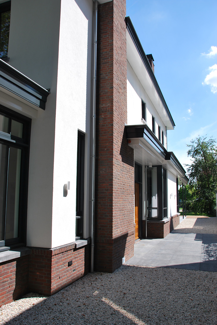 Classic style houses by Architektenburo J.J. van Vliet bv Classic