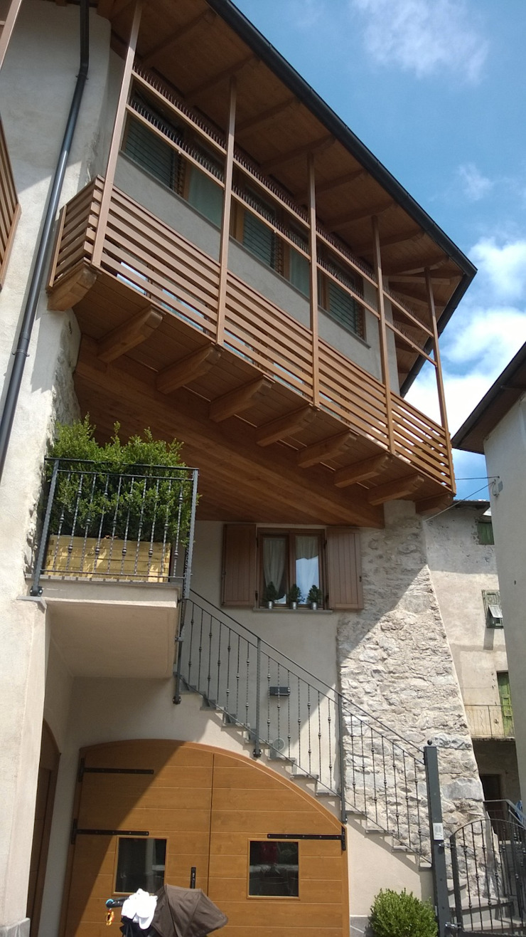 Cubisoft Rustic style balcony, porch & terrace