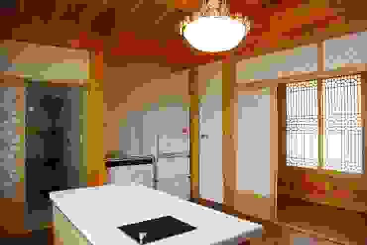 장흥리 한옥마을 내 주택 아시아스타일 주방 by 금송건축 한옥