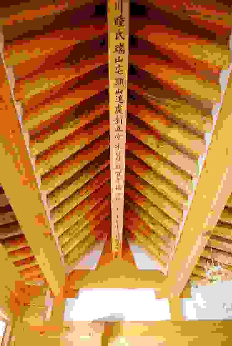 장흥리 한옥마을 내 주택 아시아스타일 거실 by 금송건축 한옥