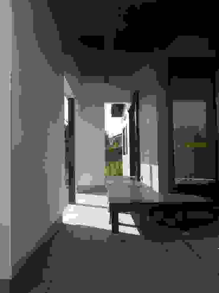 アプローチ空間 クラシックデザインの テラス の 青戸信雄建築研究所 クラシック