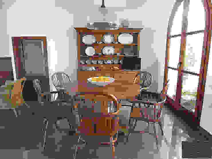 CONJUNTO DE SALÓN SERIE ESTRELLA:  de estilo colonial de MUEBLES DE OLIVO SIOLCA, Colonial