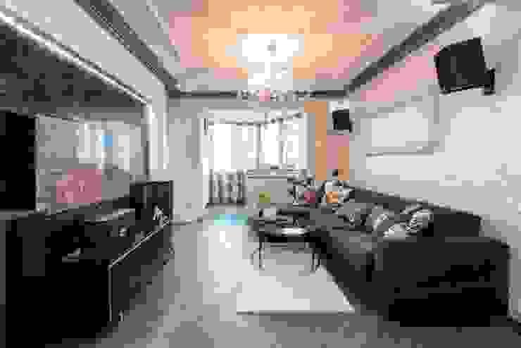 Classic style living room by Ольга Макарова (Экодизайн) Classic