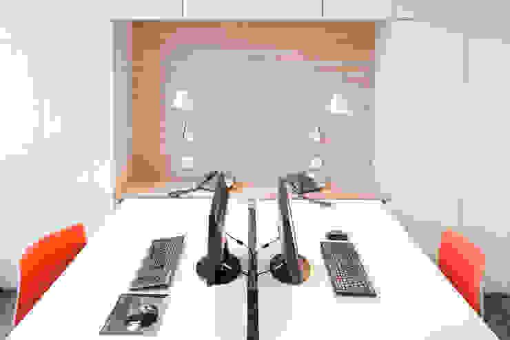 Moderne Arbeitszimmer von Tymeno Modern