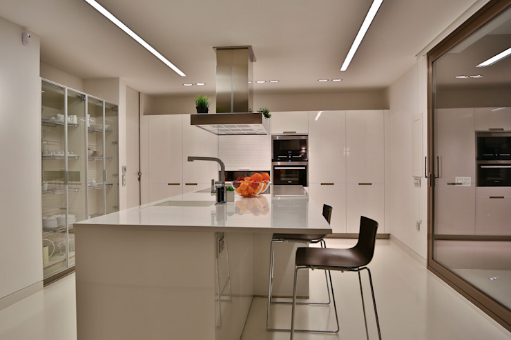 homify Dapur built in Marmer White