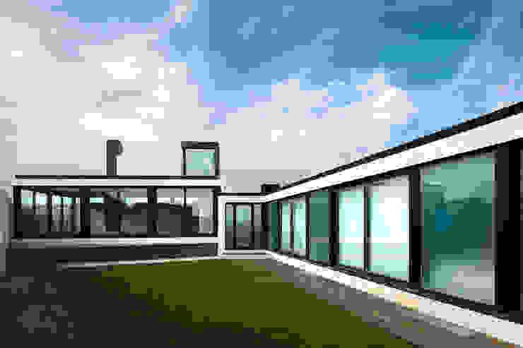 Casa das Dunas Jardins modernos por arquitectura e design Moderno