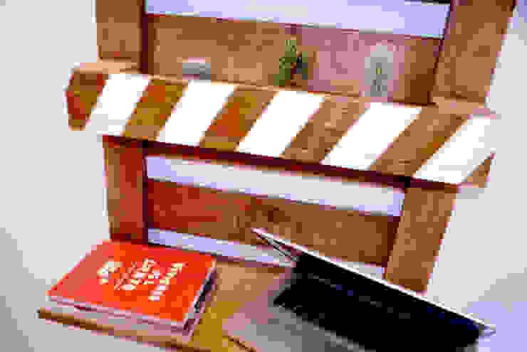 Estanterías originales:  de estilo industrial de Vil.la Pingüí, Industrial Madera Acabado en madera