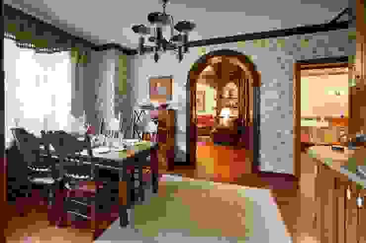 Баня в английском стиле Медиа комната в рустикальном стиле от RRdesign Рустикальный