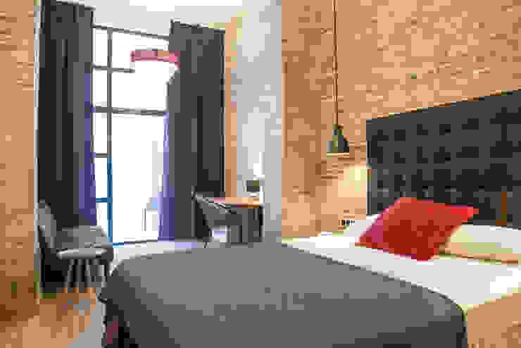 Suites Hotel Principal diseñadas por Batua Interiores Creativos Hoteles de estilo industrial de Batua Interiores Creativos Industrial Textil Ámbar/Dorado