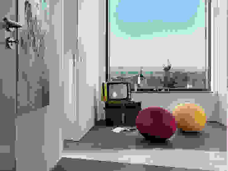 LEICHT Küchen AG Modern corridor, hallway & stairs
